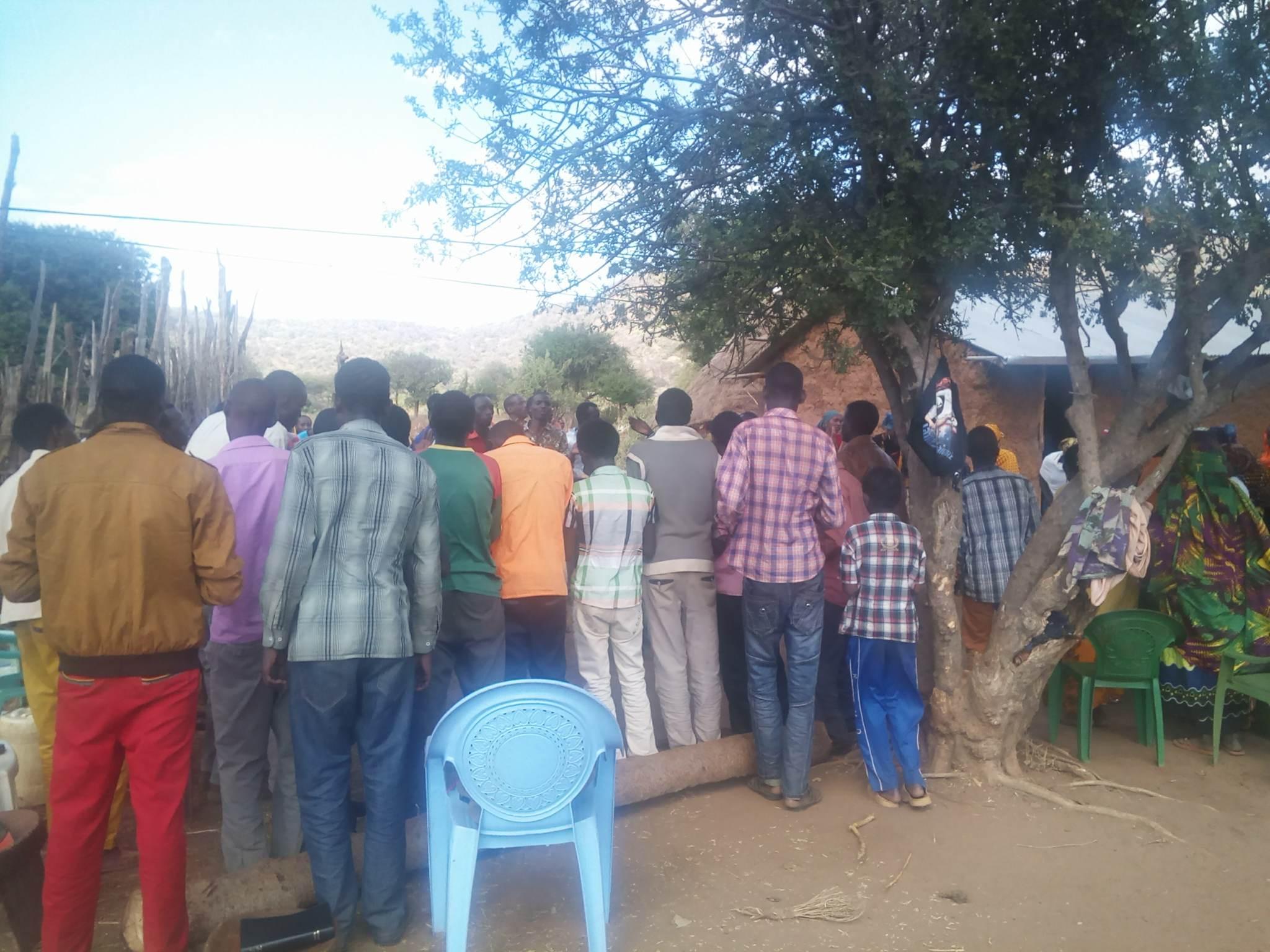 brother Joshua witnessing muslims gmfc Kenya church under tree 33