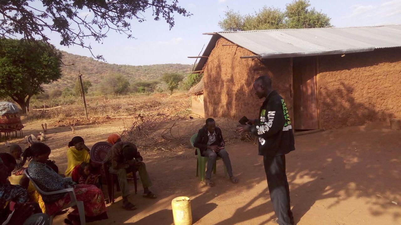 brother Joshua witnessing muslims gmfc Kenya church under tree